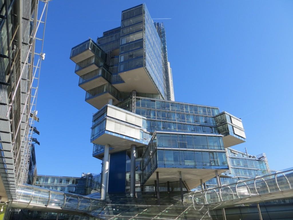 Verwaltungsgebäude_der_Nord_LB_(8534157777)
