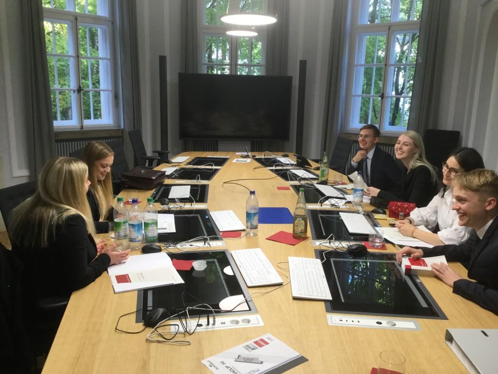 Die hannoveraner Mooties in ihrem Beratungsraum im Bundesfinanzhof